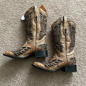CORRAL BOOTS!
